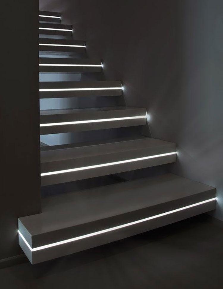 Idee di illuminazione per gradini di scale interne n.01