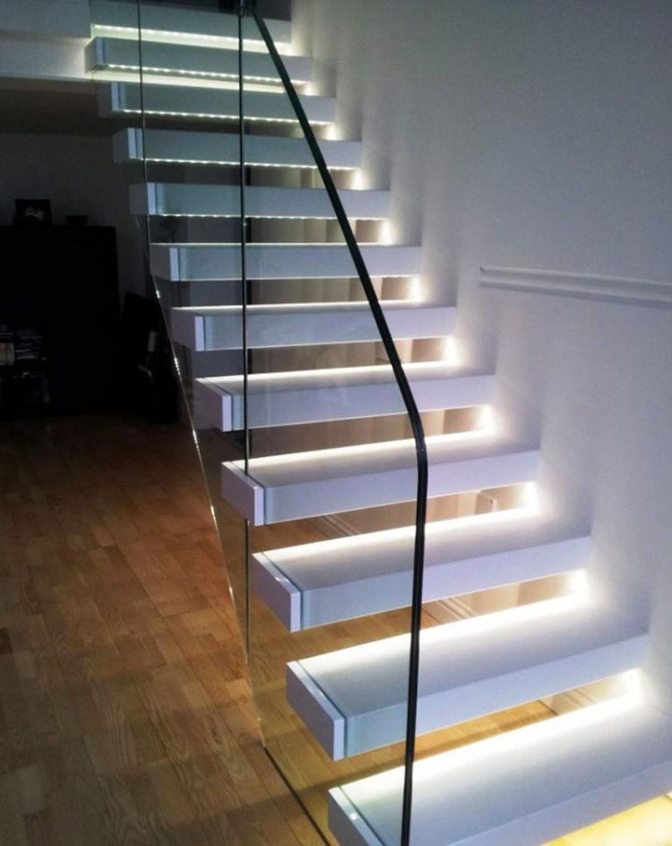 Idee di illuminazione per gradini di scale interne n.04