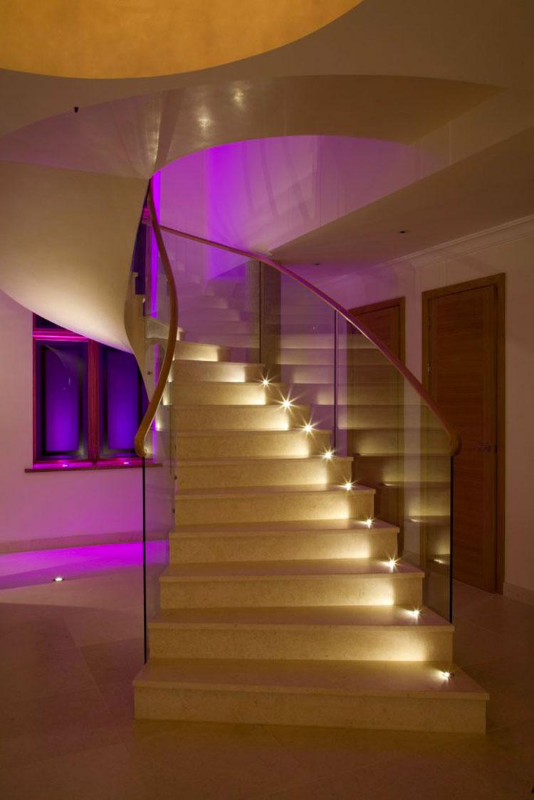 Idee di illuminazione per gradini di scale interne n.05