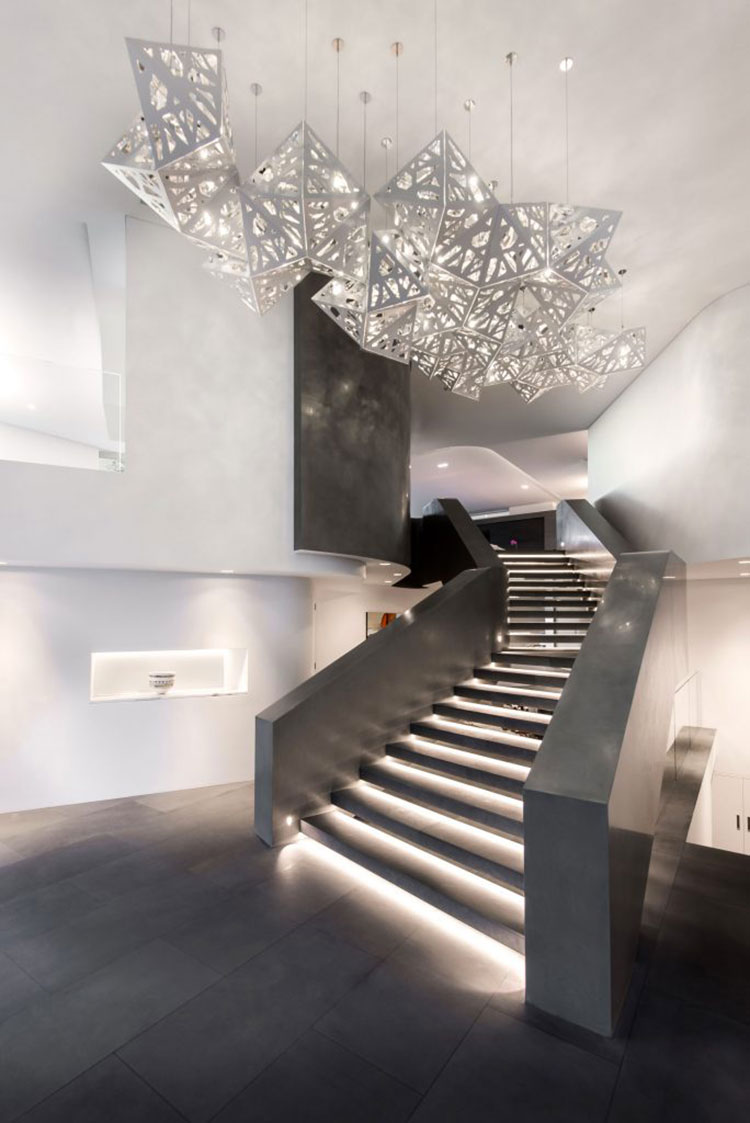 Idee di illuminazione per gradini di scale interne n.08