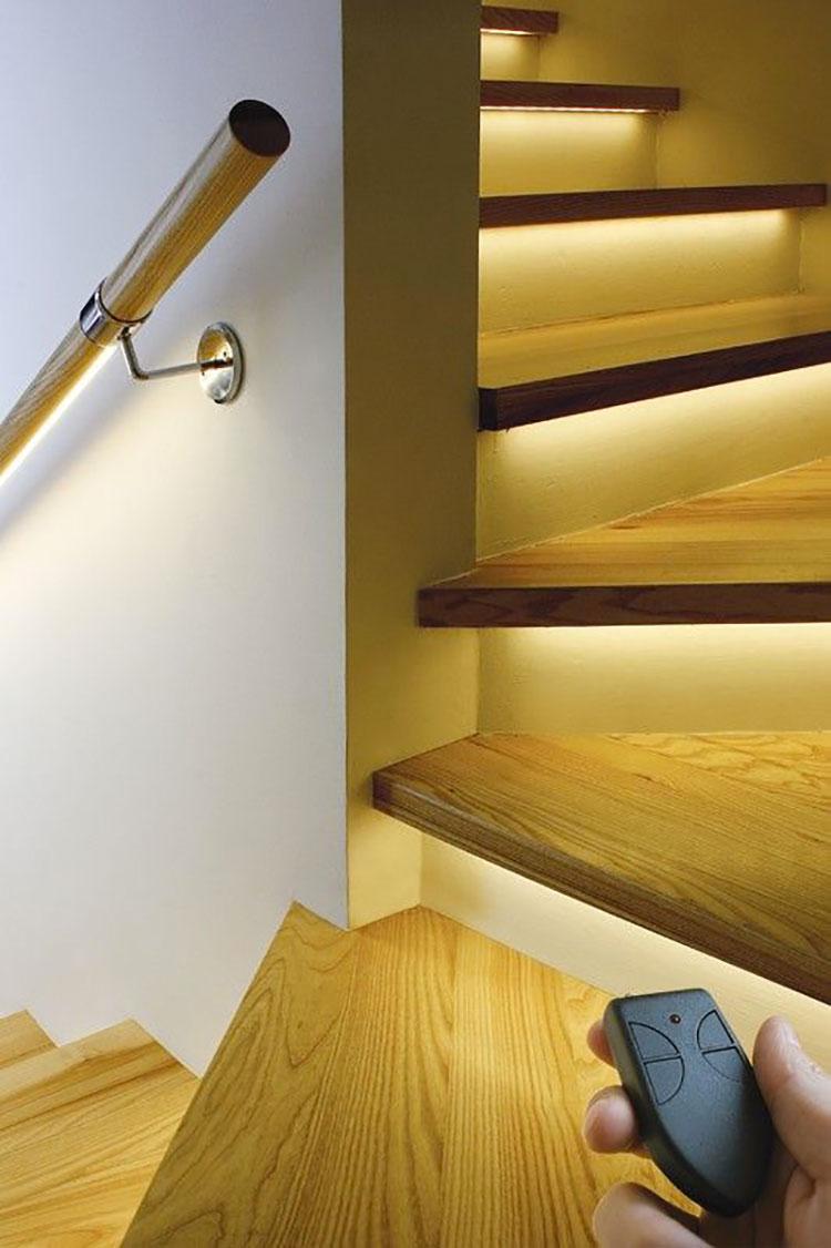 Idee di illuminazione per gradini di scale interne n.09