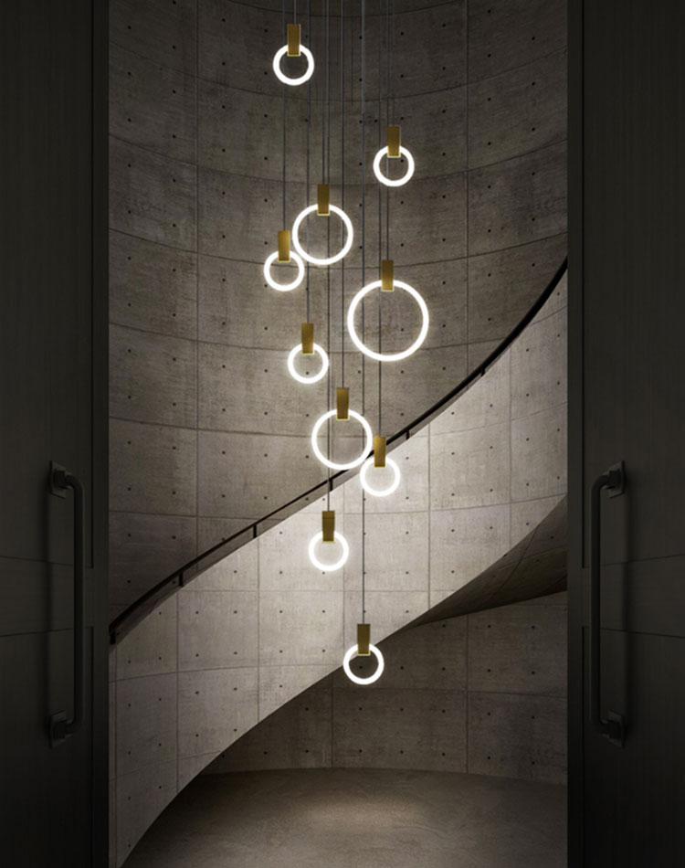 Idee per lampadari a sospensione per scale interne n.01