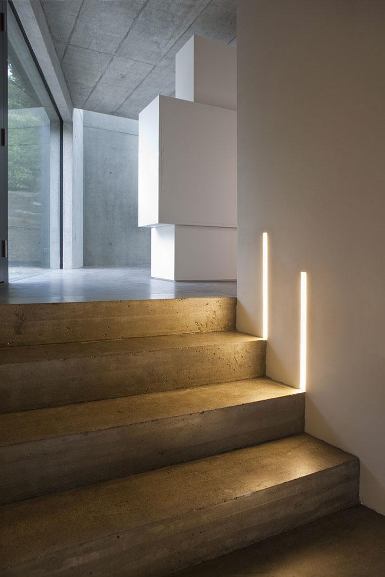 Idee di illuminazione per pareti di scale interne n.02