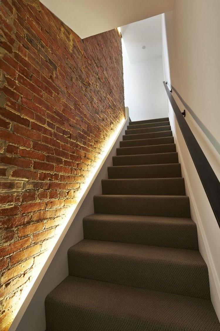 Idee di illuminazione per pareti di scale interne n.03