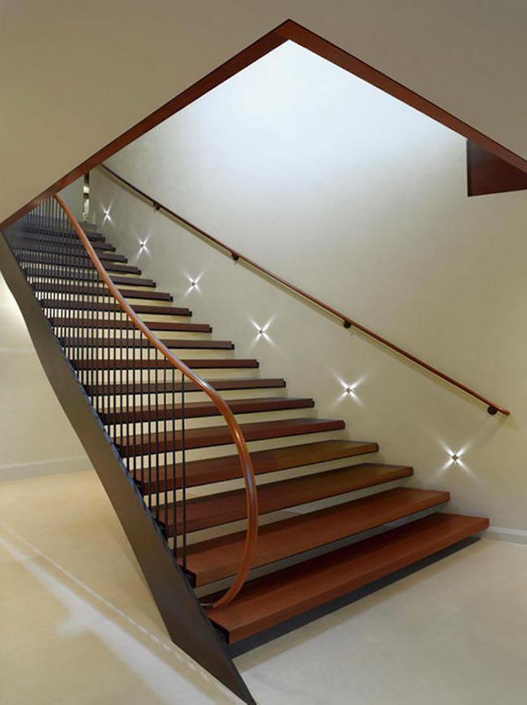 Idee di illuminazione per pareti di scale interne n.05