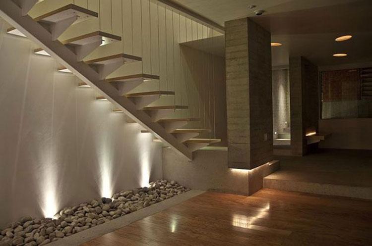 Idee di illuminazione per pareti di scale interne n.07