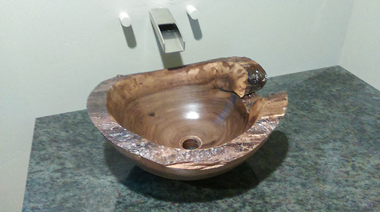 Modello di lavabo bagno in legno dal design originale n.22