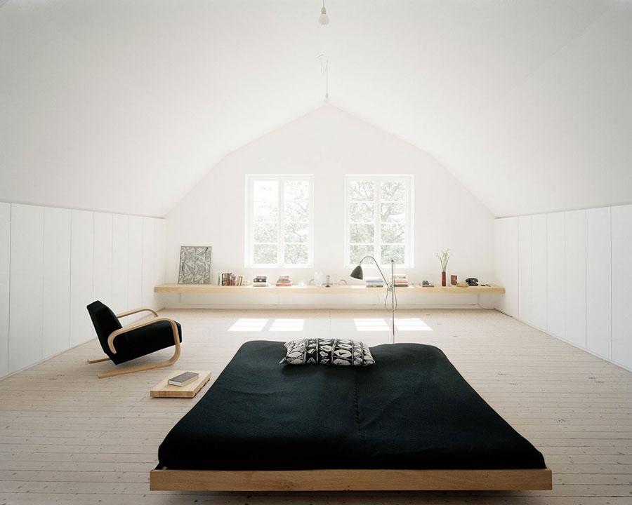 Idea di arredamento minimal essenziale per la camera da letto n.26