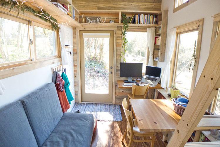Modello di casa mobile su ruote realizzata in legno n.03