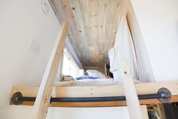 Modello di casa mobile su ruote realizzata in legno n.07