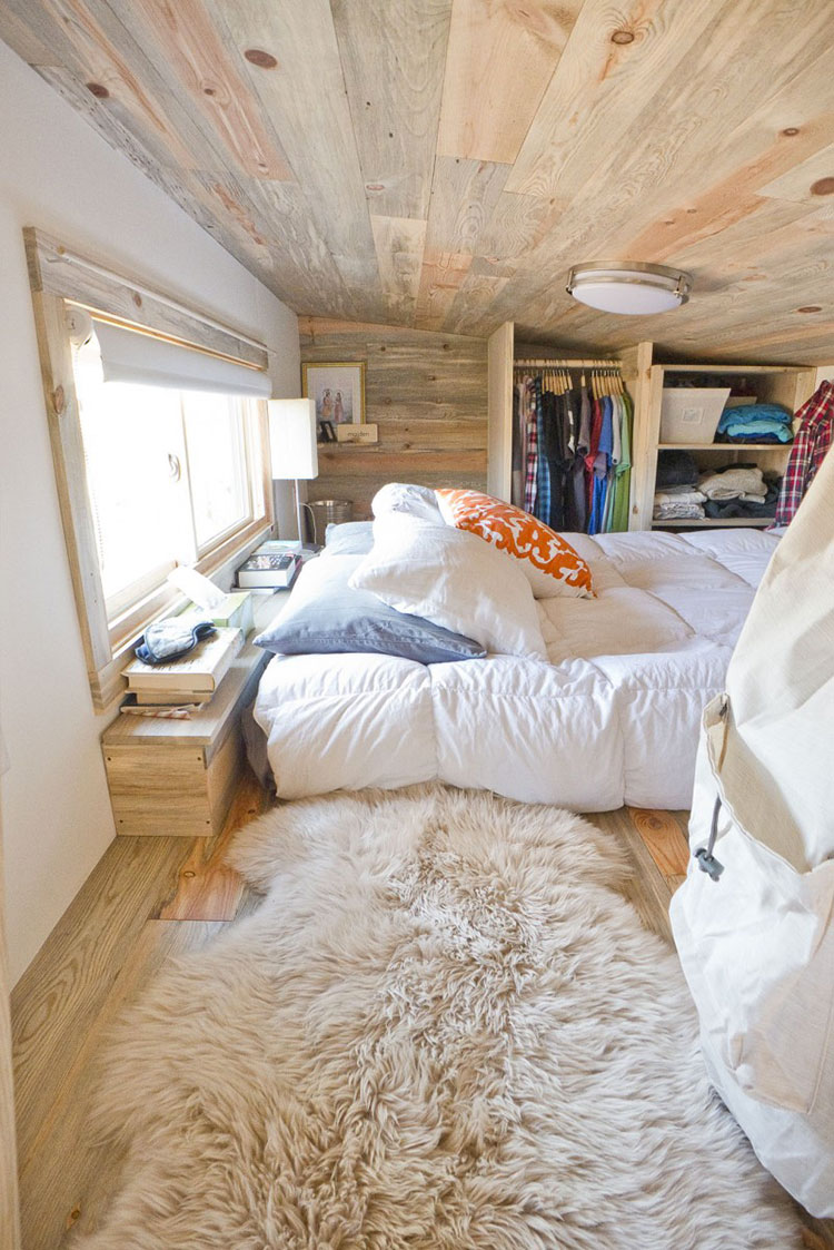 Modello di casa mobile su ruote realizzata in legno n.08