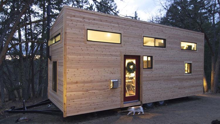 Modello di casa mobile su ruote realizzata in legno n.09