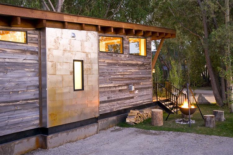 Modello di casa mobile su ruote realizzata in legno n.21