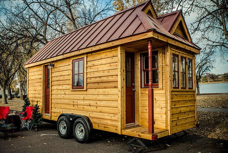 Modello di casa mobile su ruote realizzata in legno n.28
