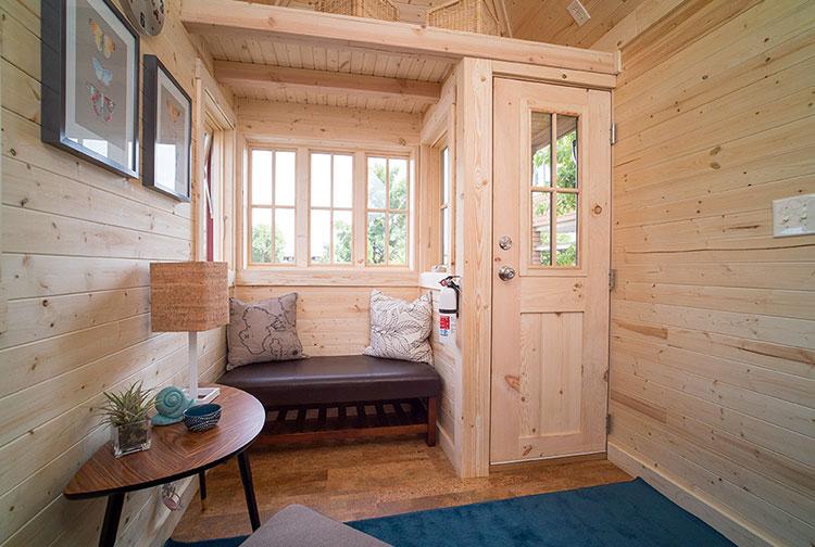 Modello di casa mobile su ruote realizzata in legno n.29