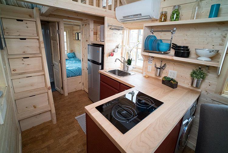 Modello di casa mobile su ruote realizzata in legno n.30