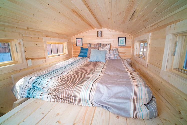 Modello di casa mobile su ruote realizzata in legno n.33