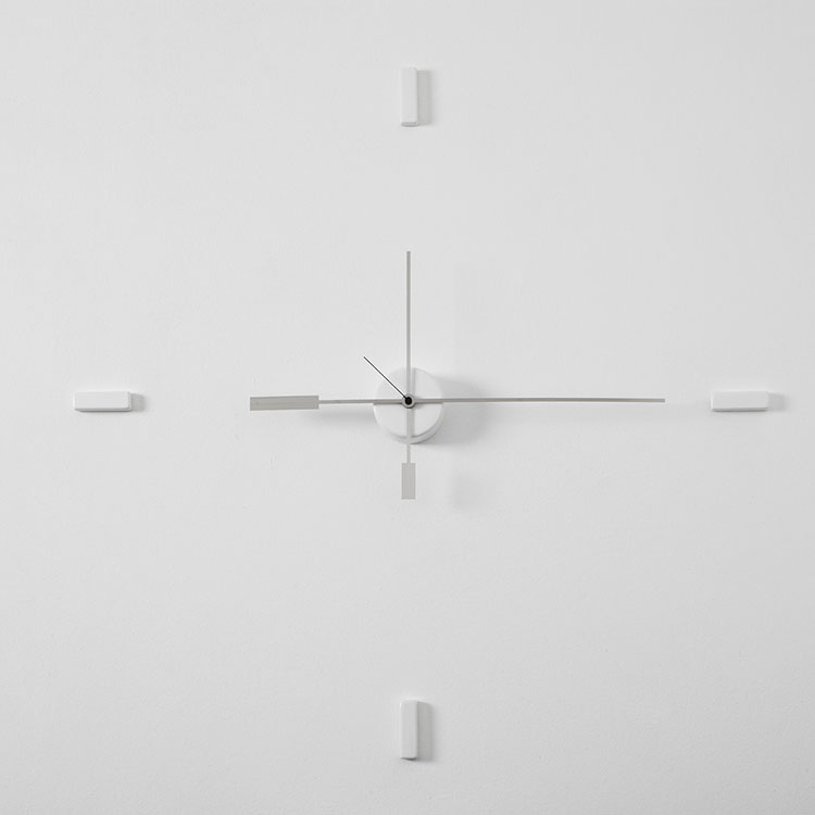 Orologio da parete dal design minimal n.17