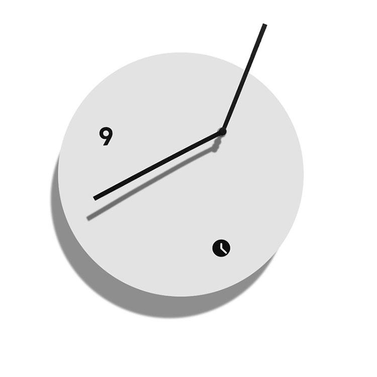 Orologio da parete dal design minimal n.24