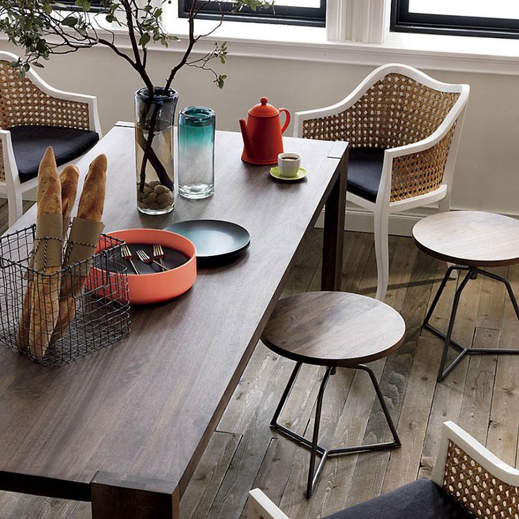 Idee di arredo per la scelta di panche e sedie per la sala da pranzo n.11