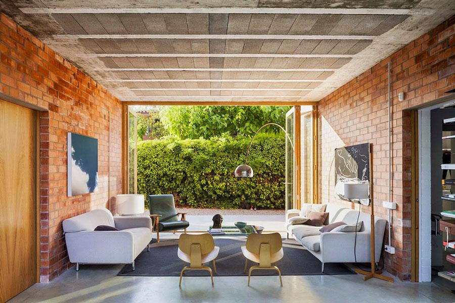 Modello di salotto con pareti con mattoni a vista n.01