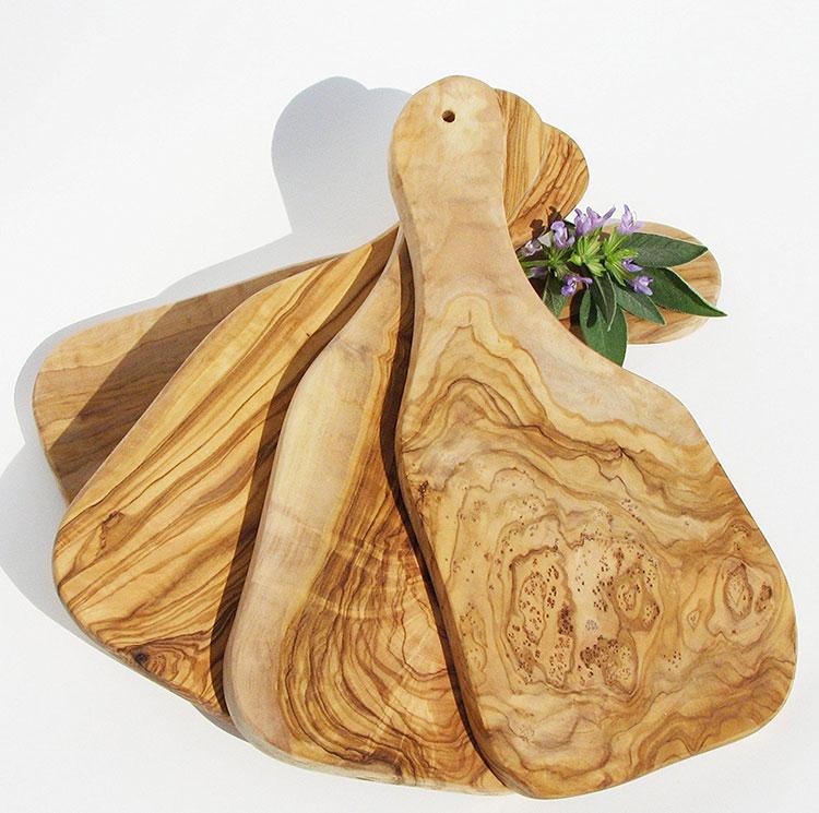 Tagliere in legno di ulivo dal design particolare n.01