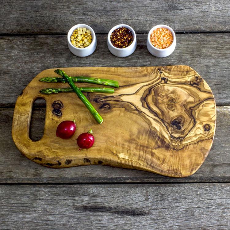 Tagliere in legno di ulivo dal design particolare n.04