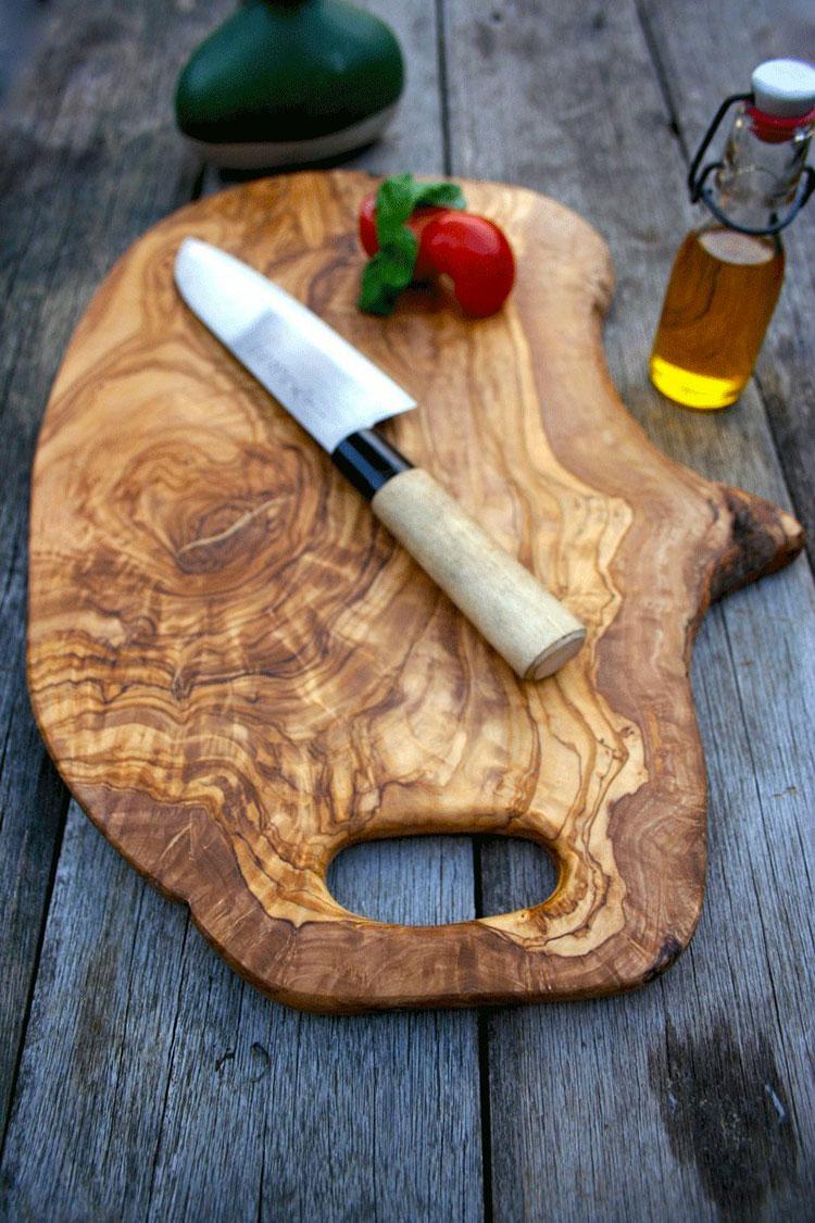 Tagliere in legno di ulivo dal design particolare n.05