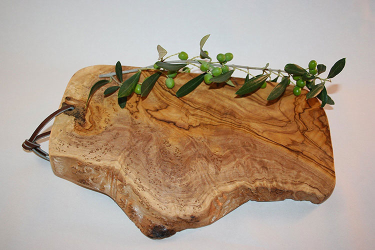 Tagliere in legno di ulivo dal design particolare n.06