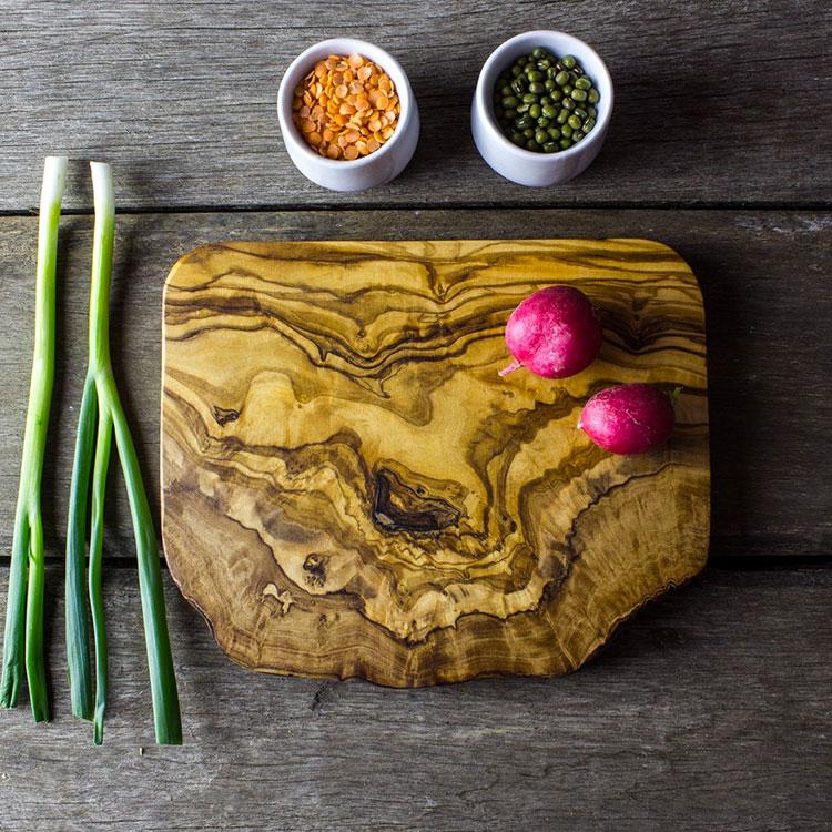Tagliere in legno di ulivo dal design particolare n.07