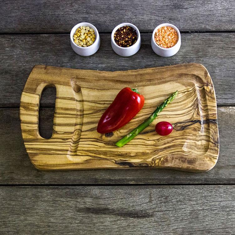 Tagliere in legno di ulivo dal design particolare n.13
