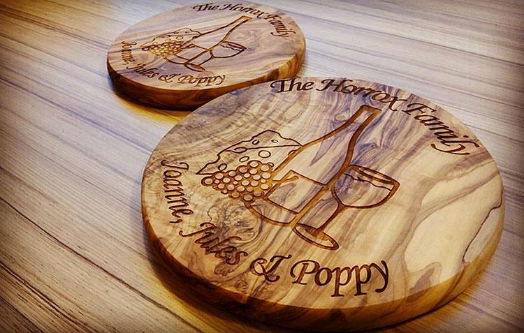 Tagliere in legno di ulivo dal design particolare n.16