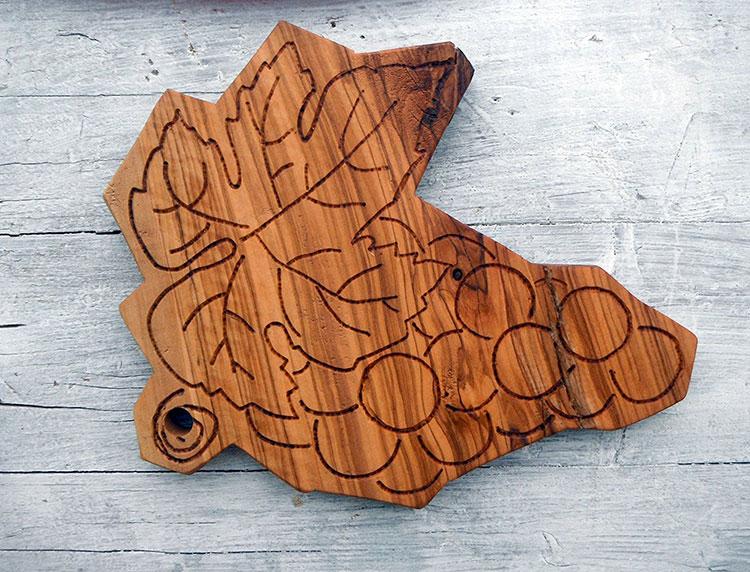 Tagliere in legno di ulivo dal design particolare n.17