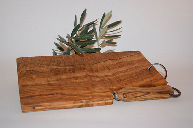 Tagliere in legno di ulivo dal design particolare n.20