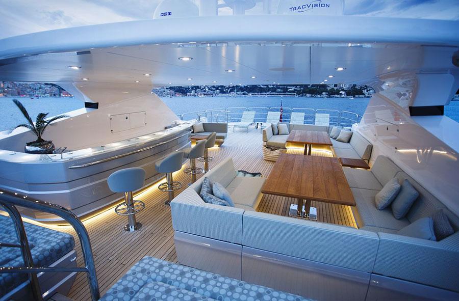 yacht di lusso interni da sogno per un maestoso 47 metri