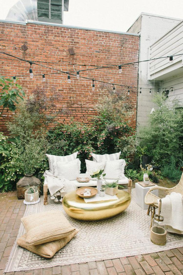 Idea per arredare un piccolo giardino con elementi di design n.03
