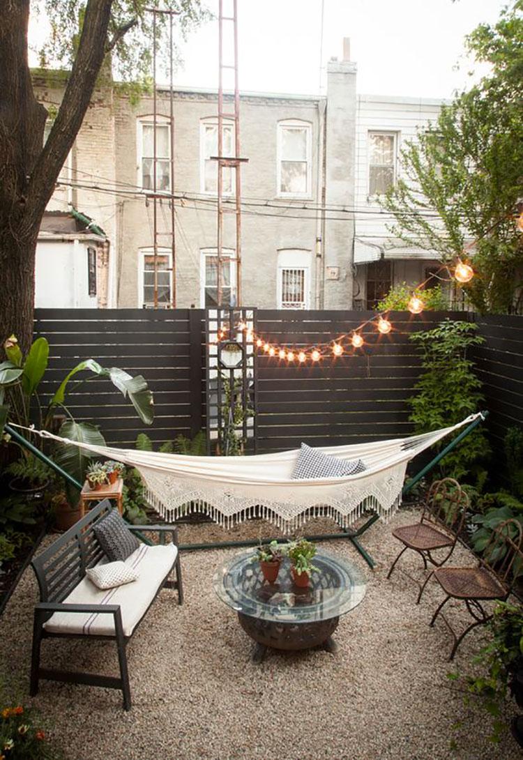 Idea per arredare un piccolo giardino con elementi di design n.06