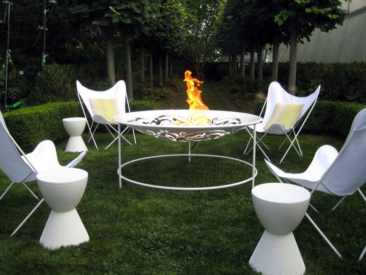 Idea per arredare un piccolo giardino con elementi di design n.12