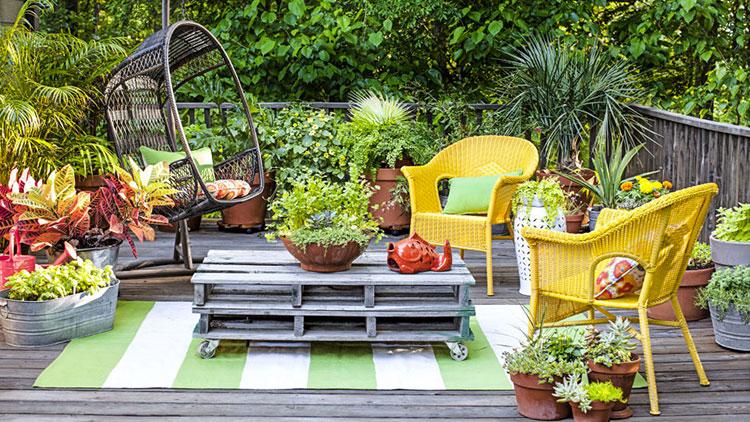 Idea per arredare un piccolo giardino con elementi di design n.13