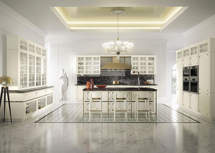 Colore bianco per pareti di cucine classiche n.05