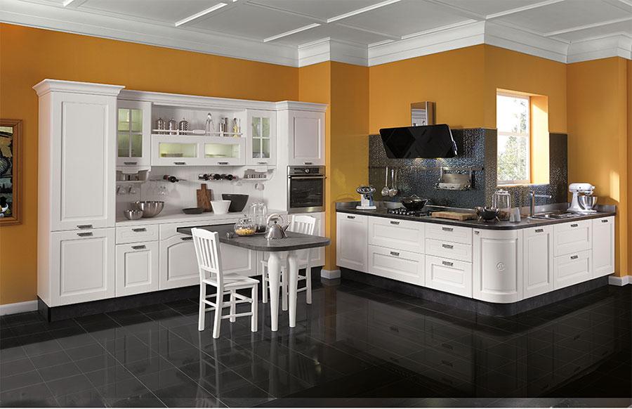 Colore arancione per pareti di cucine classiche n.05