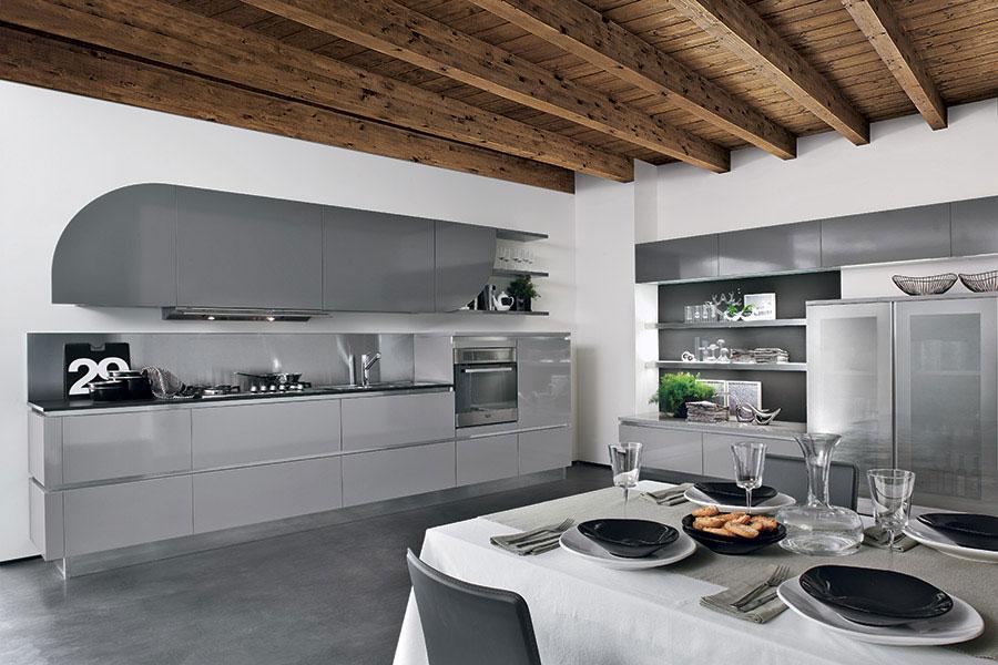 Idee per arredare una cucina grigia chiara n.05