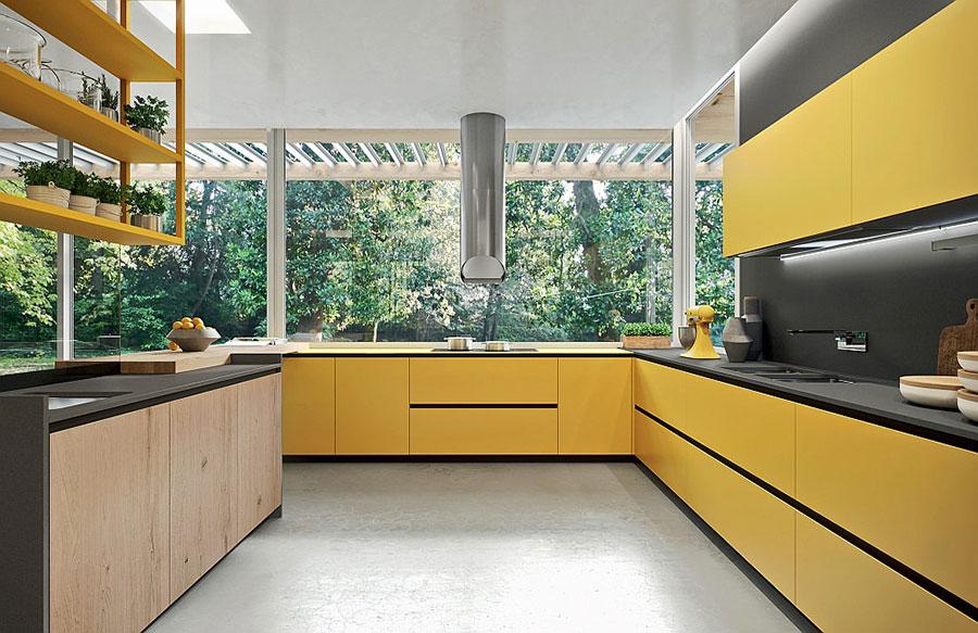 Idee per arredare una cucina grigia e gialla n.01