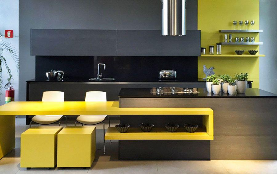 Idee per arredare una cucina grigia e gialla n.02