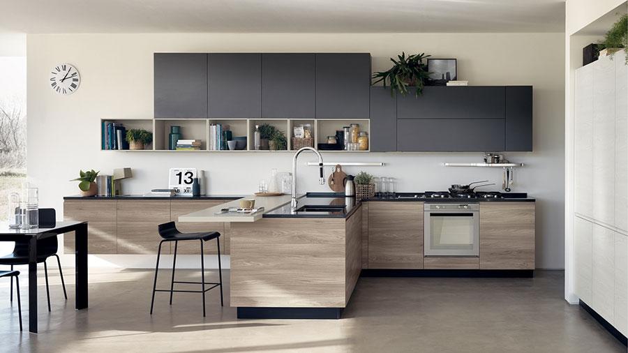 Idee per arredare una cucina grigia e legno n.03
