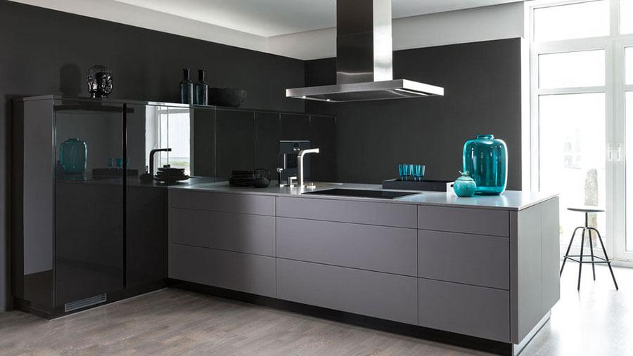 Idee per arredare una cucina grigia e nera n.05