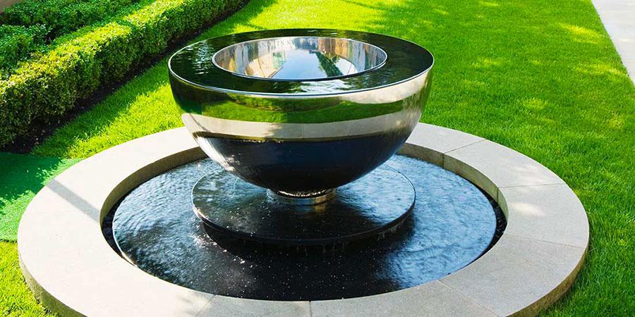 Modello di fontana da giardino in acciaio moderna 02