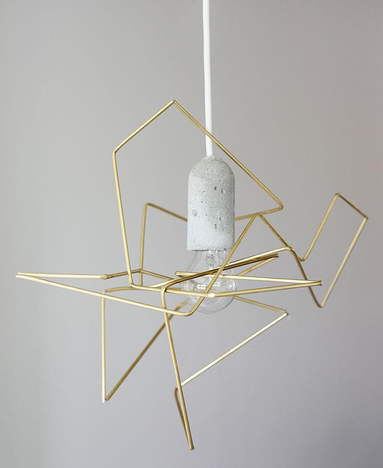 Lampadario Fai Da Te creato con fili di metallo