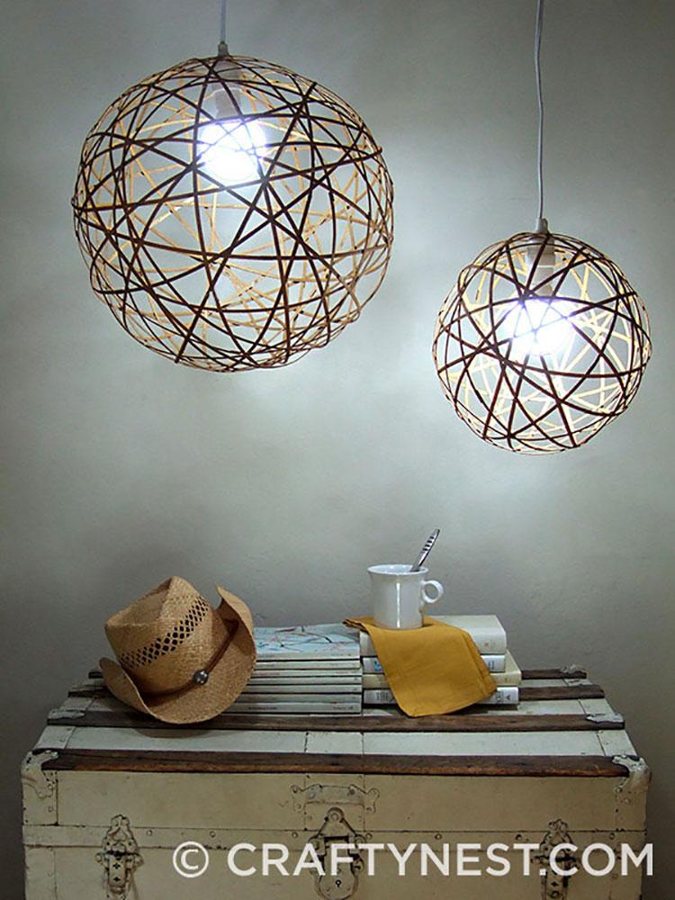 Lampadario Fai Da Te creato con strisce di bamboo riciclate