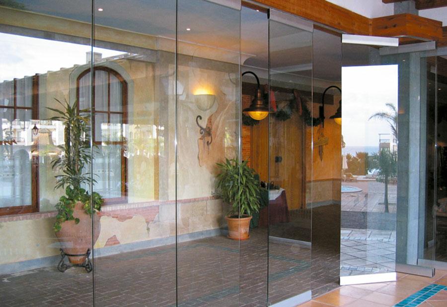 Modello di parete divisoria scorrevole in vetro per abitazioni n.19